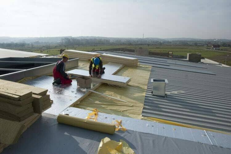 Dach płaski ocieplony płytami PIR w okładzinie aluminiowej