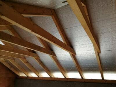 Sposoby ociepleń dachów skośnych – metoda nakrokwiowa i międzykrokwiowa.